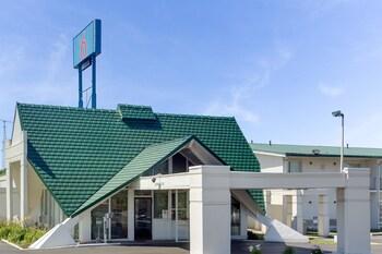 Motel 6 Geneva OH in Austinburg, Ohio