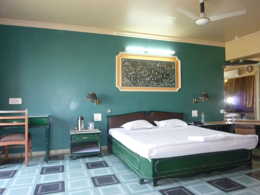 Hotel RutuGandh Heritage
