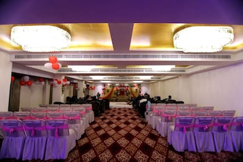 Hotel Sarin Inn - Hotel Interior  - #0