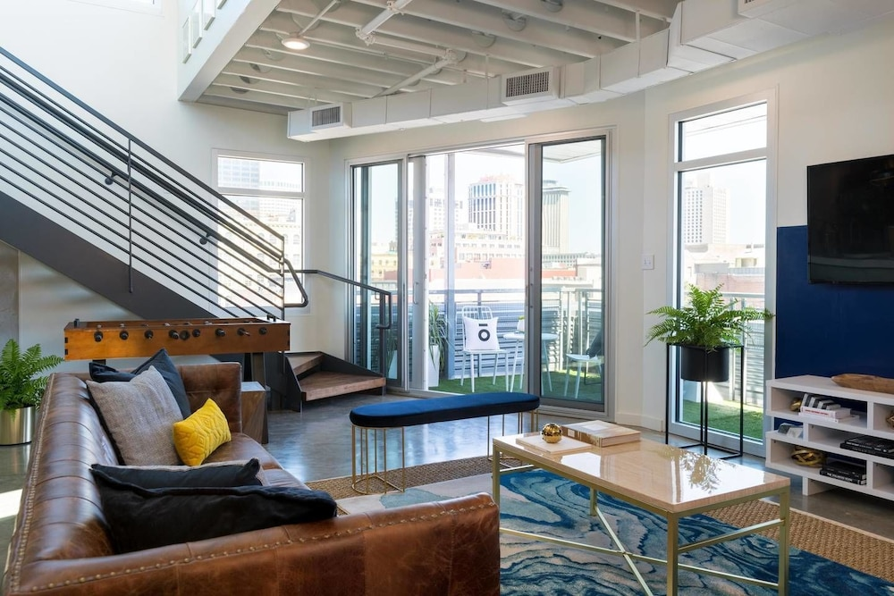 2br/2ba Penthouse in Warehouse Dist. by Domio