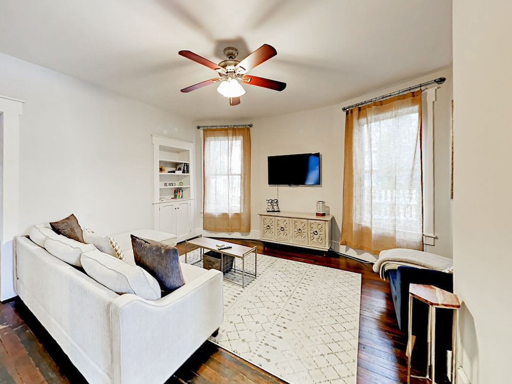 Upgraded Cleveland Park 3br W/ Fire Pit 3 Bedroom Home