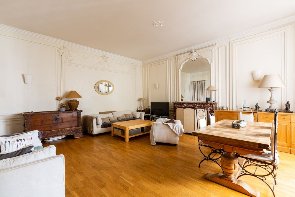 Parisian Charm by Pereire