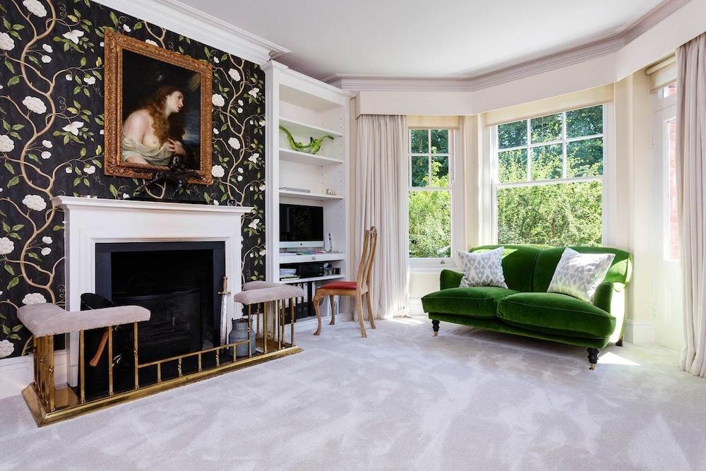 Classical Style near Battersea Park