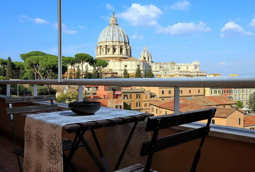 Saint Peter's Bright Apartment