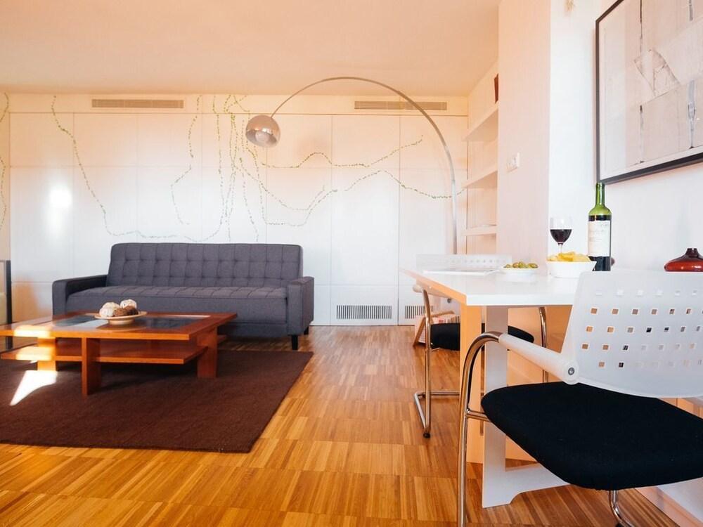 IAKAI Homes Lovely