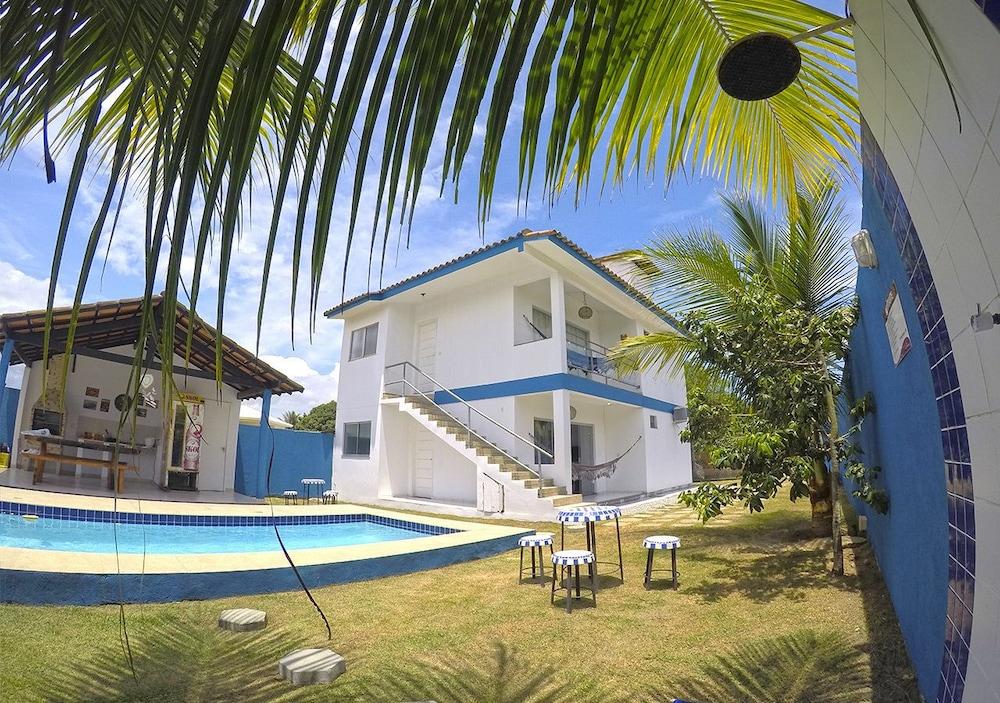 Casa com 4 quartos, piscina, churrasqueira e estacionamento