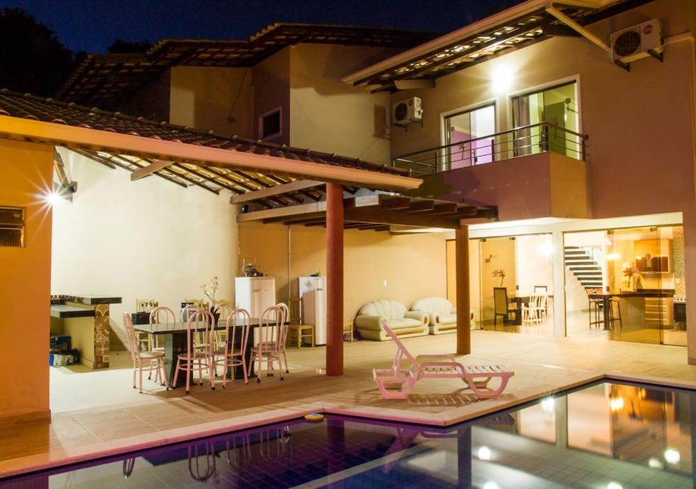 Casa na Praia de Mundaí com 4 quartos, piscina e área gourmet