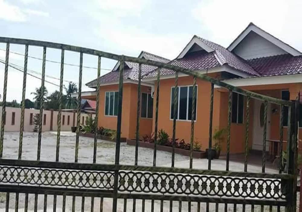 ZEN Rooms Villa Bunga Padi