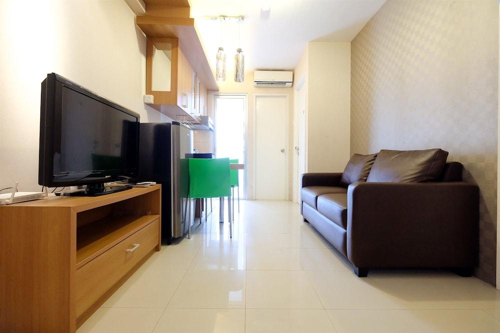 Comfy Green Palace Kalibata Apartment