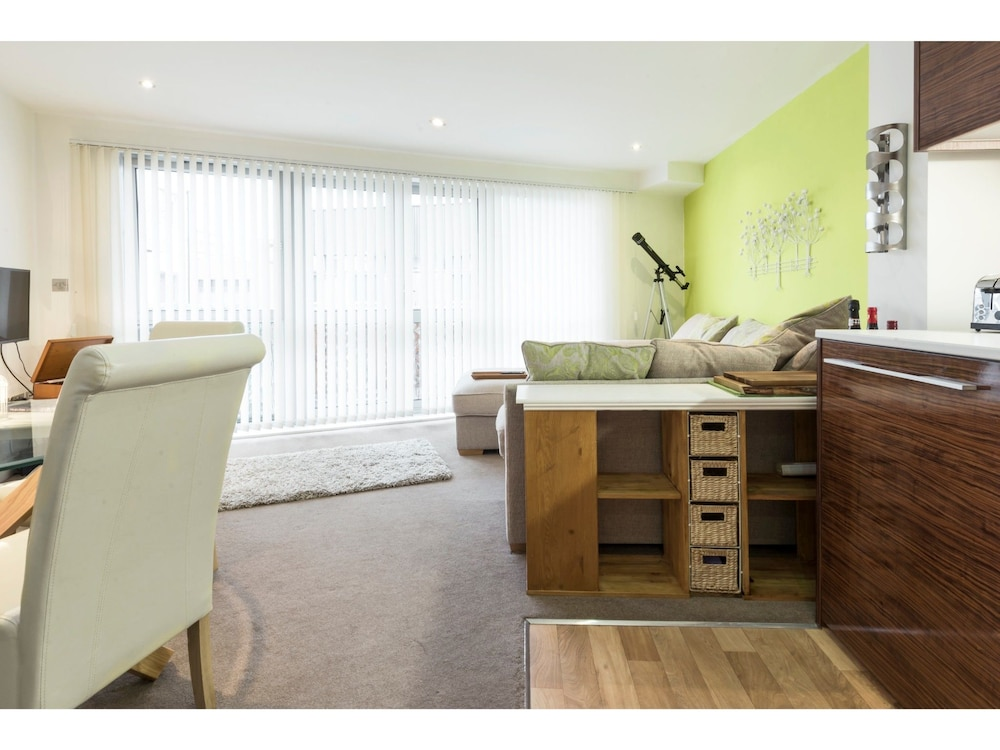 Chic, Spacious 1-br Flat For 2 In Central Bristol