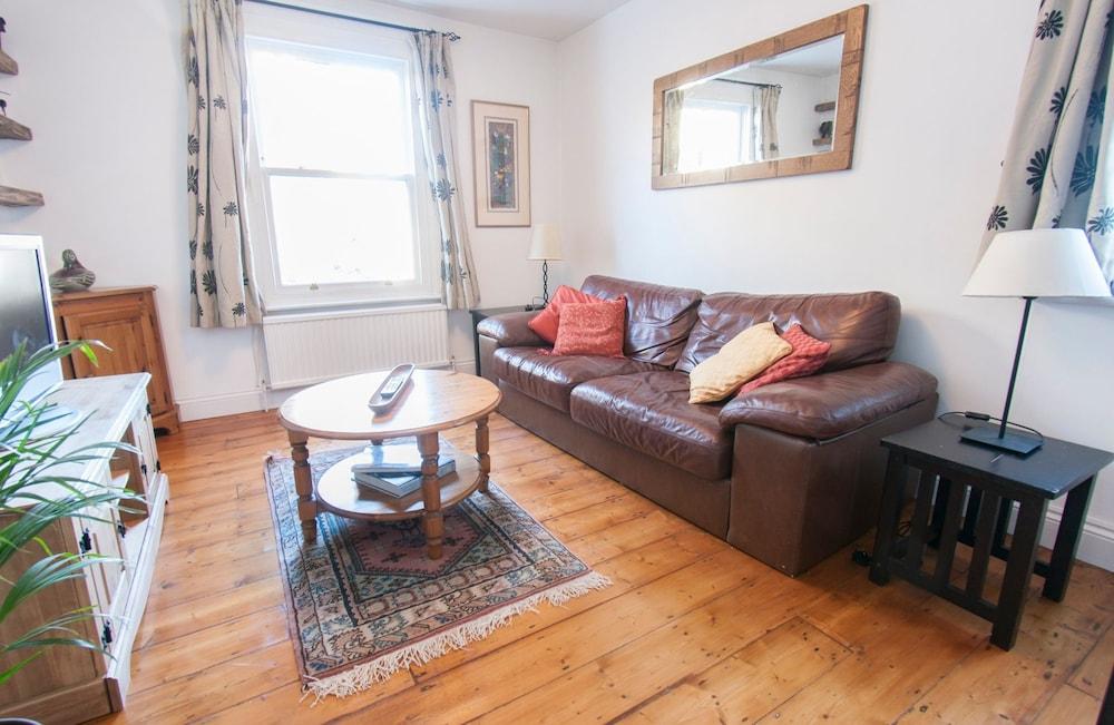 Tranquil 1BR Garden Flat for 2 in Trendy Battersea