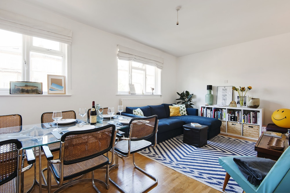 Bright and Breezy home by Clapham Common