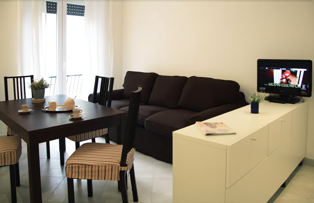 Bright 3 Bedroom Halldis Apartment With a Balcony, Close to Vatican