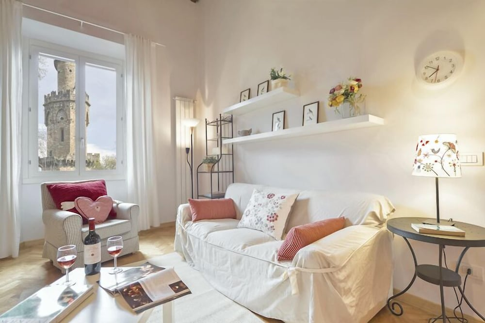 Adelaide - Gracious loft located in Florence's Oltrarno area