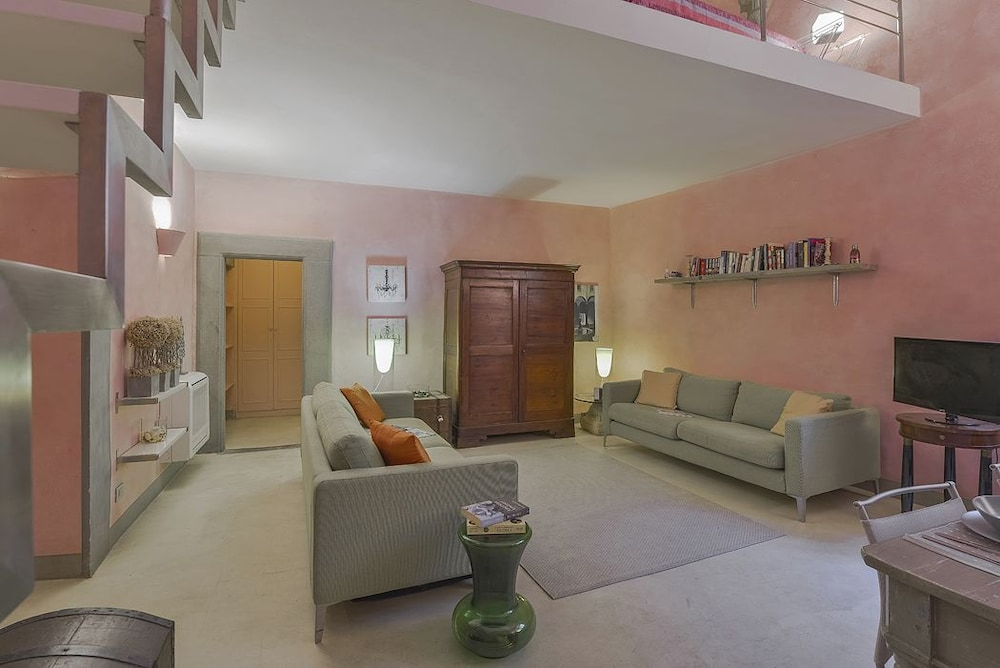Pink House - Modern and comfortable duplex in the Oltrarno area