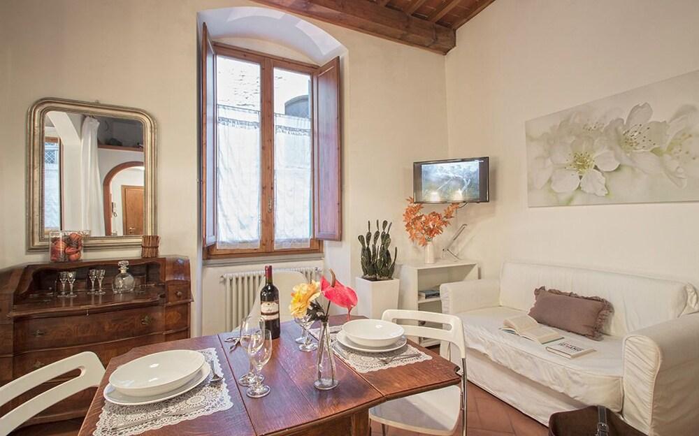 Georgofili Suite - Lovely studio minutes from Ponte Vecchio