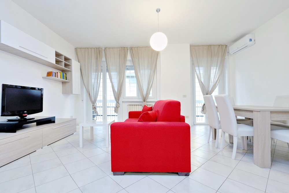 Spacious and bright newly renovated apartment with large balcony
