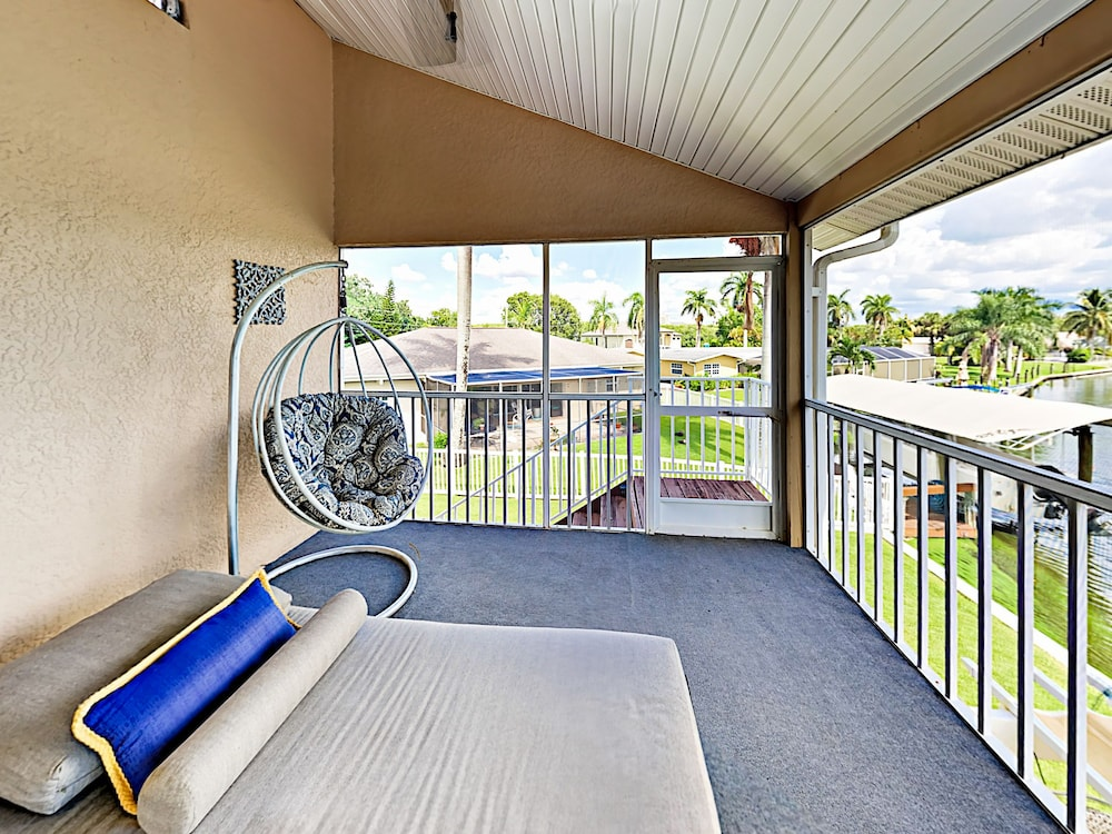 Chic 2br On Canal W/ Lanai 2 Bedroom Duplex