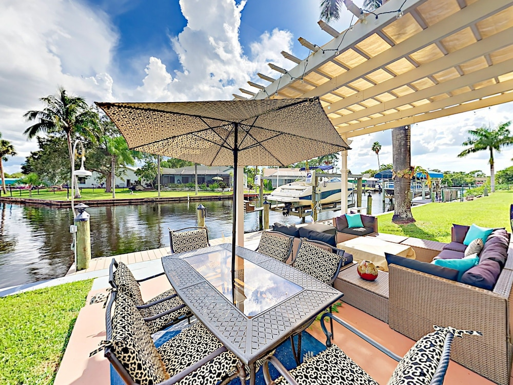 Canalfront 2br W/ Screened Lanai 2 Bedroom Duplex