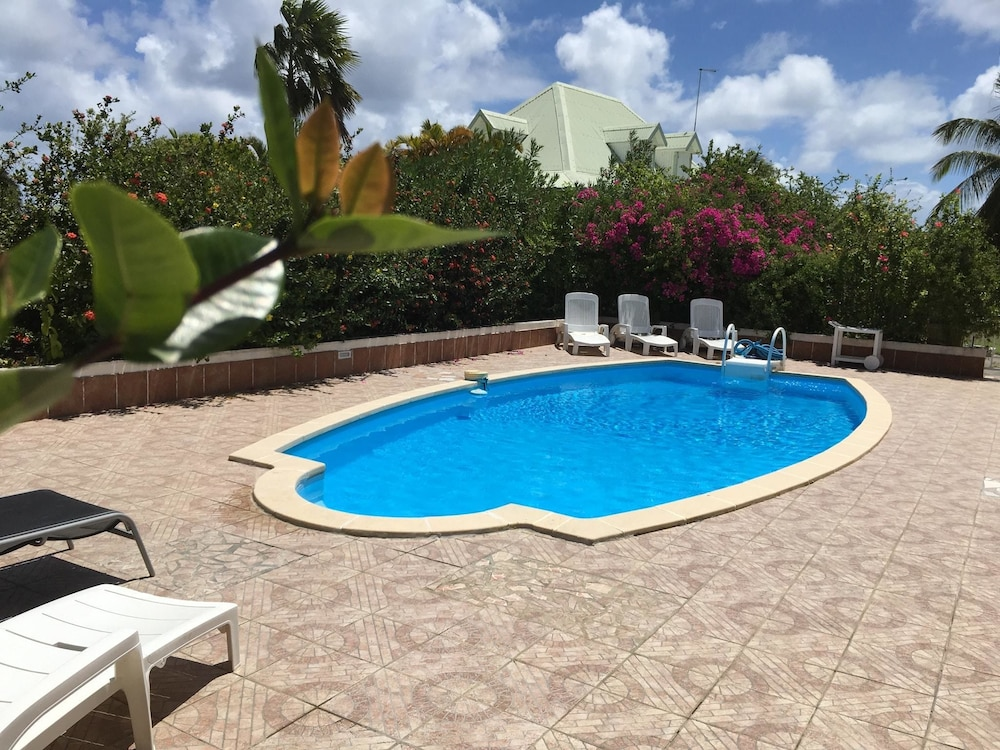 Villa With 3 Bedrooms in Saint-françois, With Pool Access, Enclosed Ga
