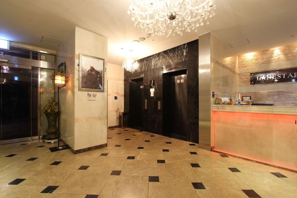 Lonestar Hotel