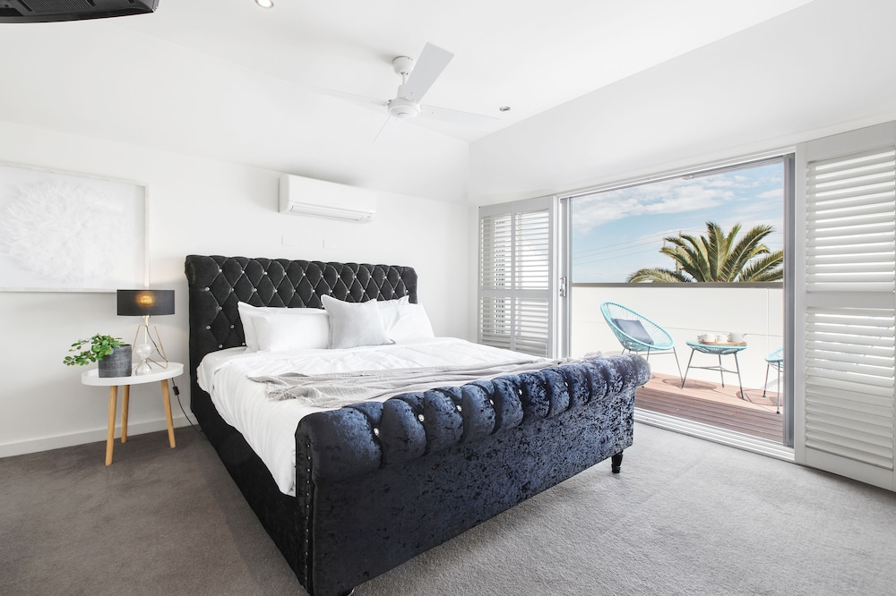 The Jetty Beach Apartment by Ready Set Host