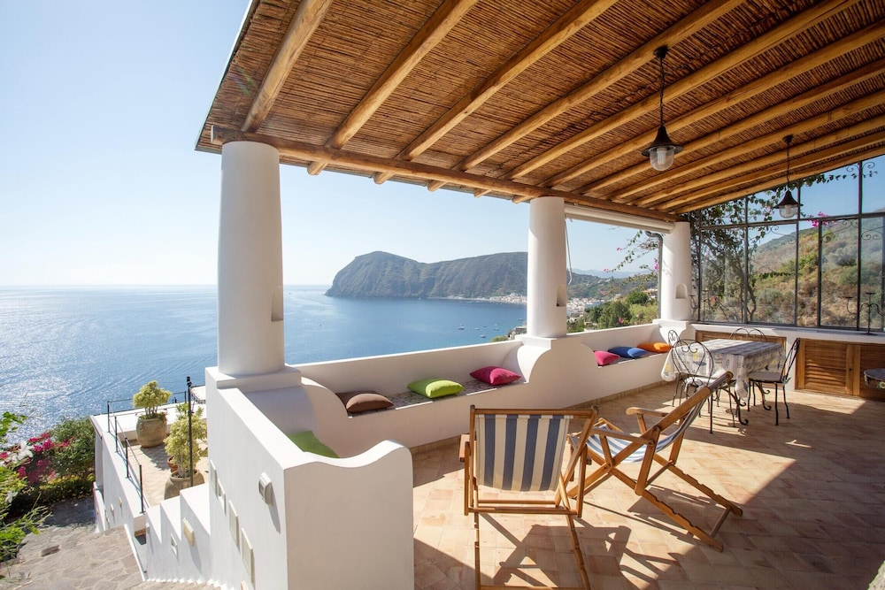 House With one Bedroom in Lipari, With Wonderful sea View, Enclosed Ga