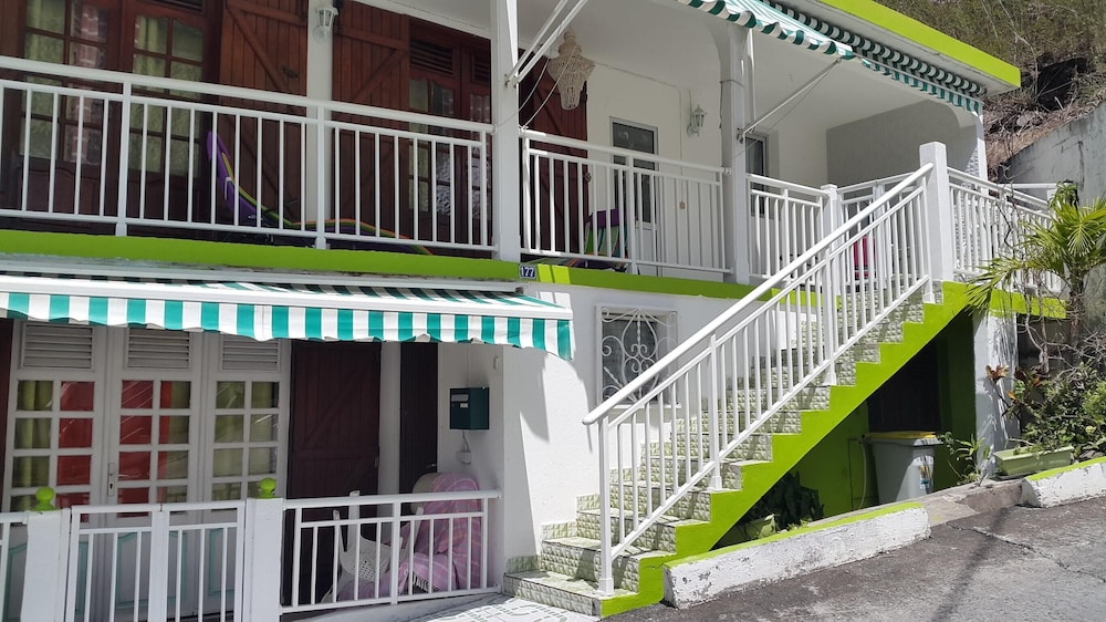 House With 3 Bedrooms in Deshaies, With Wonderful sea View, Terrace an
