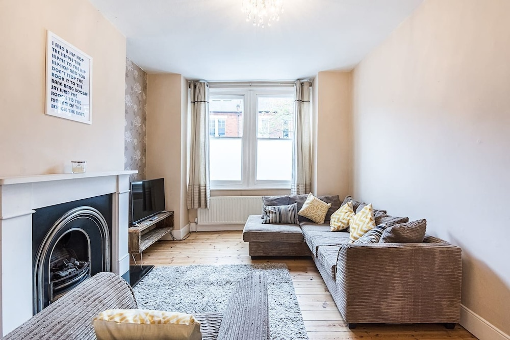 Margate Road · Contemporary 3 Bed Apartment Near Clapham Common