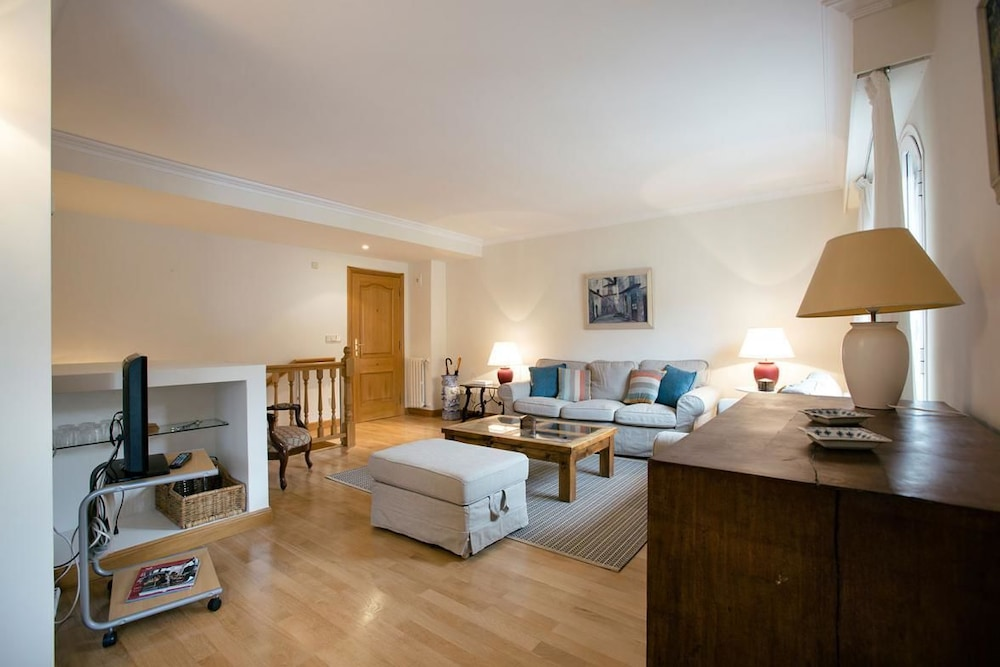 Donibane Apartment by People Rentals