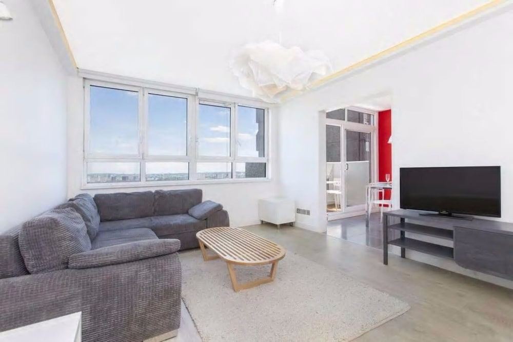 Central 2 Bedroom Apartment With Amazing Views