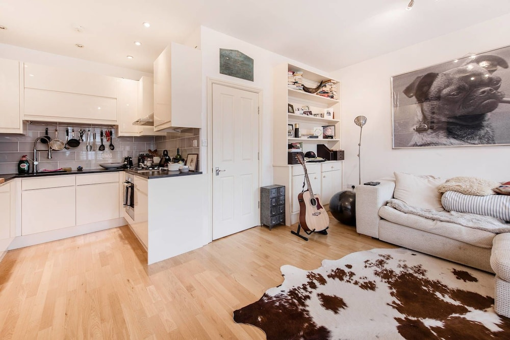 Stylish Brixton 1 Bedroom Flat With Terrace