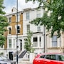 Incredible 2 Bedroom Apartment With Garden in Hammersmith photo 7/10