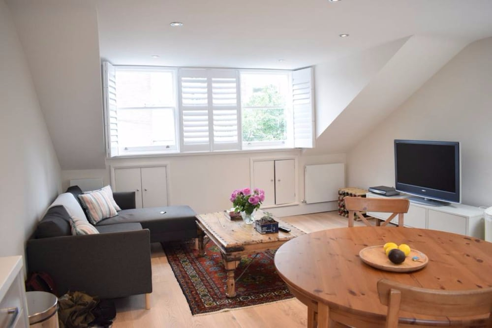 Cosy 2 Bedroom Home in Hammersmith