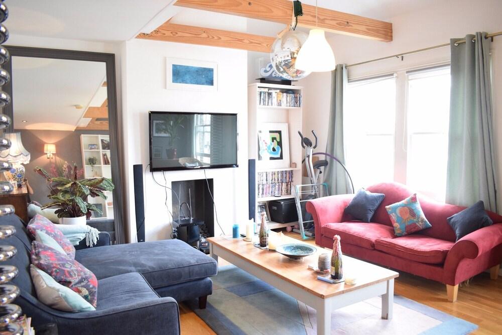 Stylish 2 Bedroom Apartment in Clapham