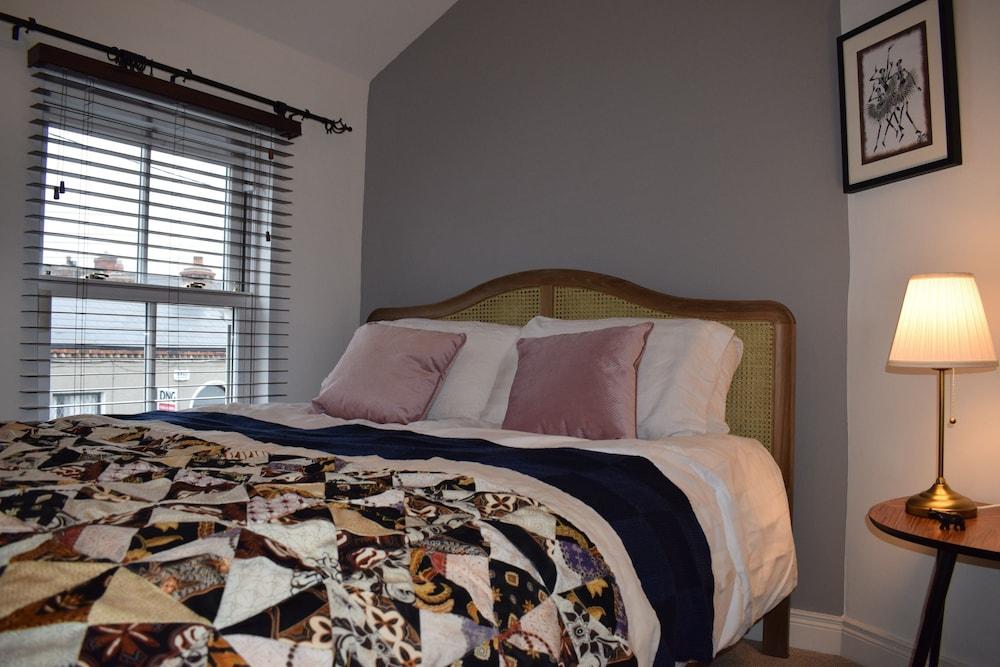 2 Bedroom House on James Street Sleeps 4