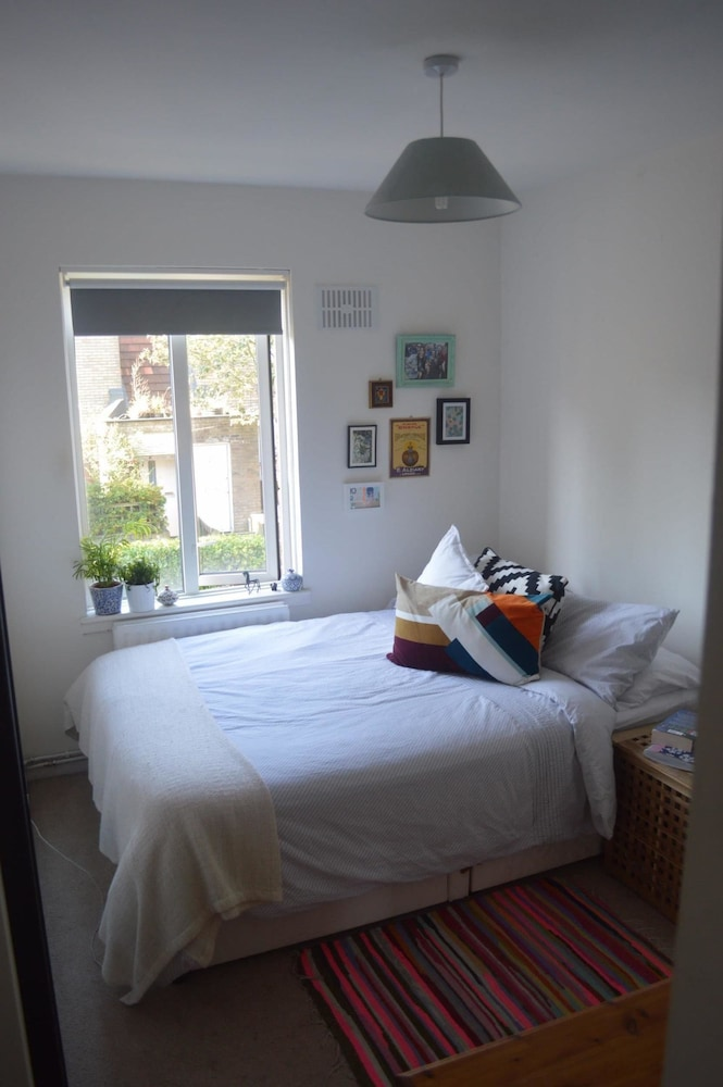 Bright Apartment Near Brixton