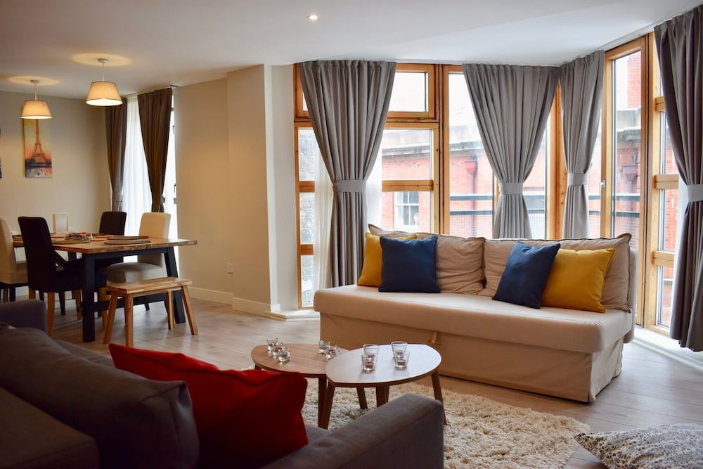 1 Bedroom Modern Apartment in Dublin Sleeps 4