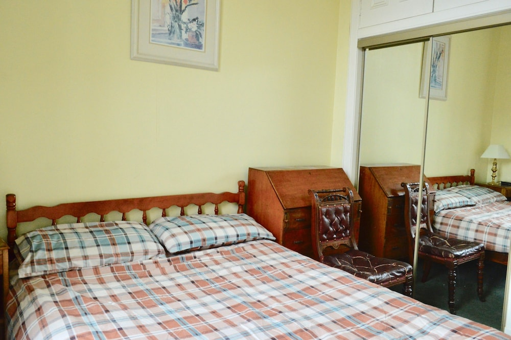 Period Flat With Parking & Arthurs Seat Views