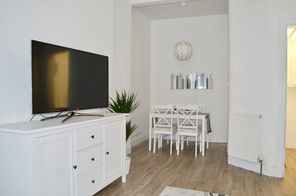 Bright And Modern 1 Bedroom Flat