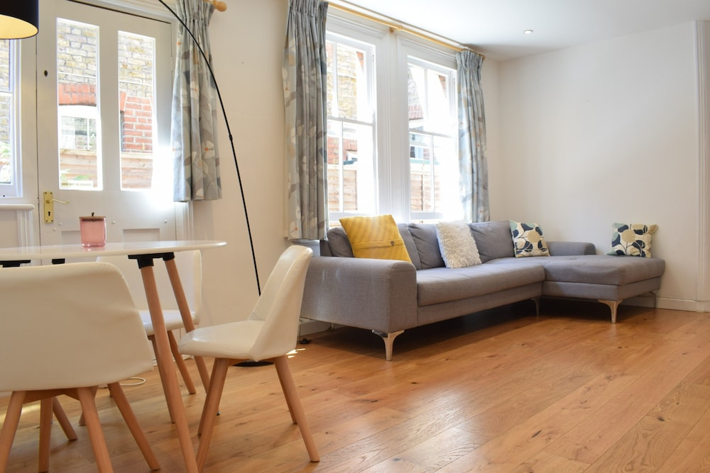Stunning 2 Bedroom Flat In Balham With Private Garden