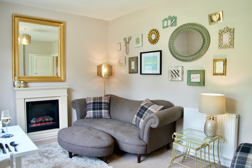 Bright And Spacious Corstorphine Home