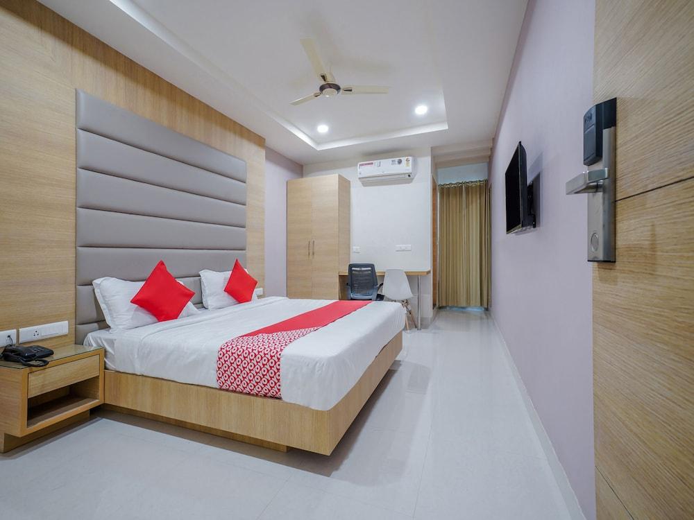 OYO 14745 Veeraj Suites