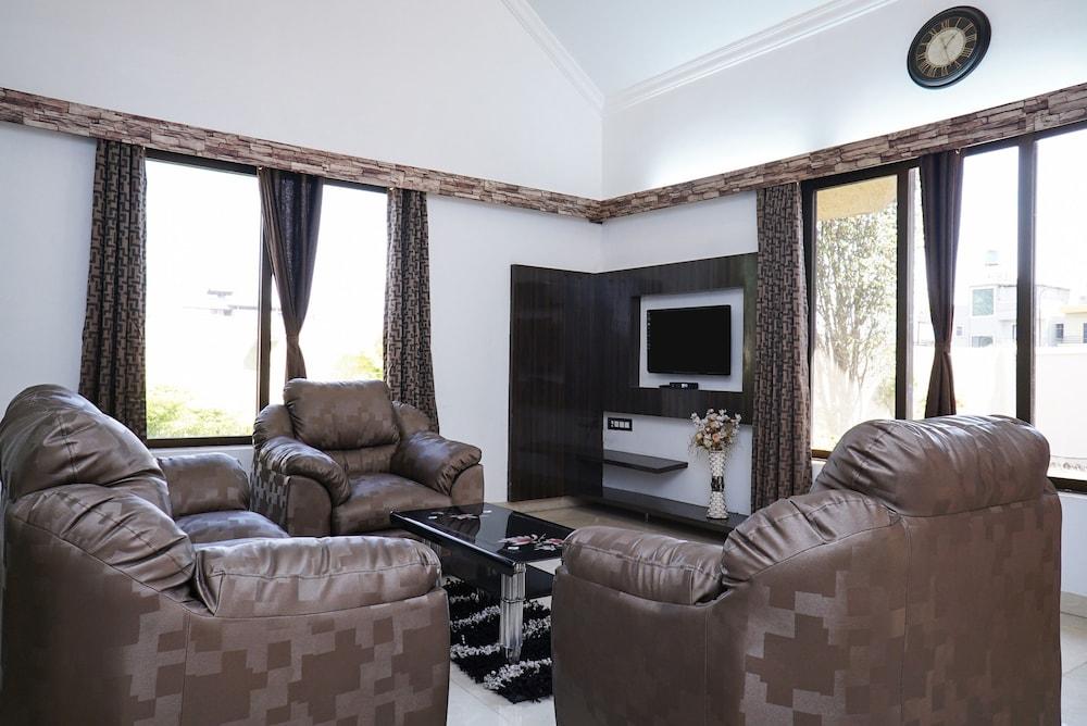OYO 22738 Home Gorgeous 4BHK Lonavala