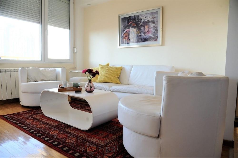 Bella Art Apartments