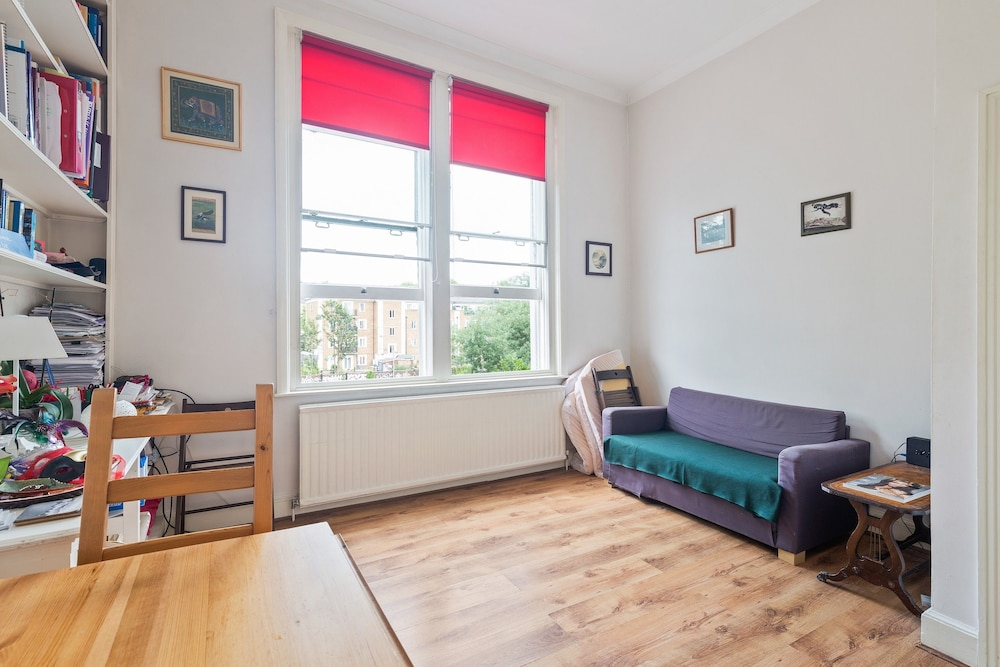 2 Bedroom Apartment in Kensington