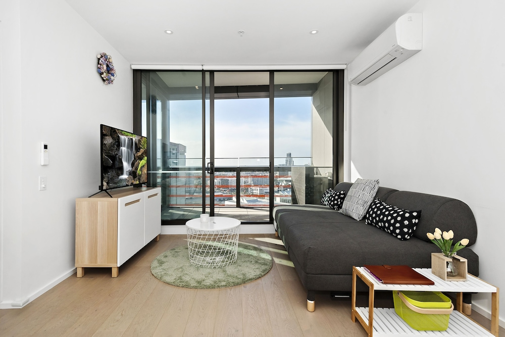Indie, 2BDR Docklands Apartment