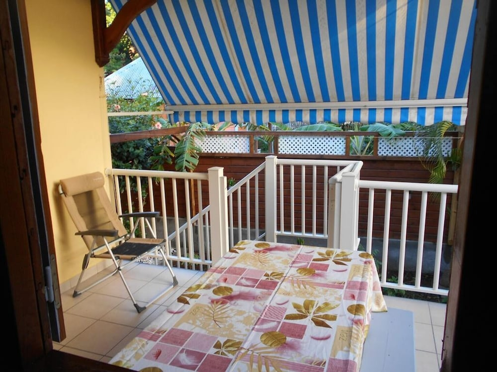 House With 2 Bedrooms in Deshaies, With Enclosed Garden and Wifi - 400