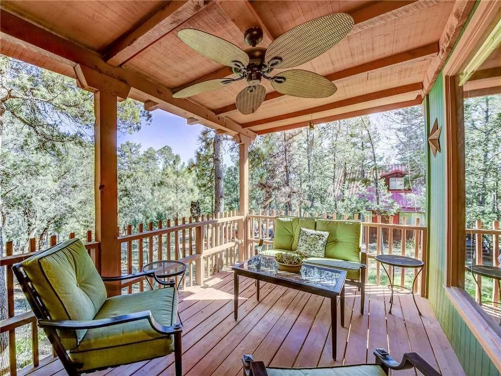 Foxfire Haven - Three Bedroom Cabin with Hot Tub