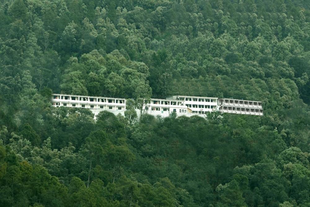 Hotel Kausani Retreat